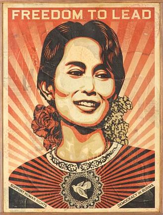 Shepard Fairey: 'Aung San Suu Kyi'. Bemærk ornamentet i halssmykket, som genfindes i Faireys udsmykning af muren ved Jagtvej 69, hvor Ungdomshuset lå.