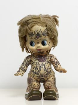 Dr. Larkas tatoverede dukke findes i Jens-Peter Brasks samling