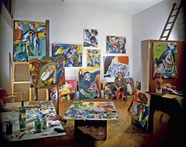 Asger Jorn i atelieret, Colombes, 1970. Foto fra Lars Morells bog