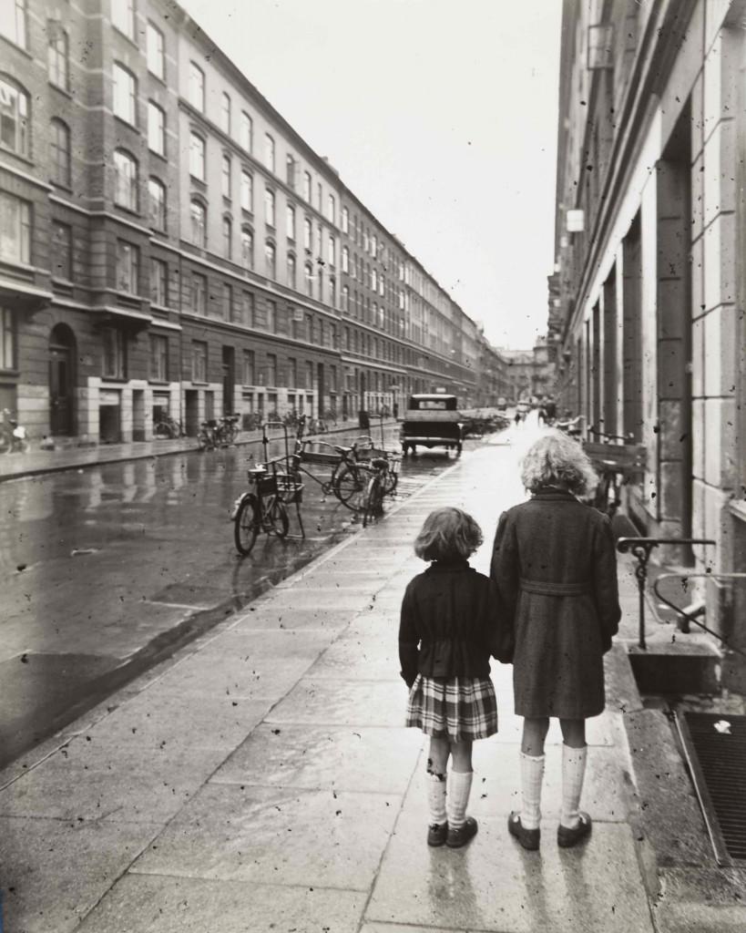 Bror Bernild: 'Kan vi være dette bekendt?', 1946. Copyright: Brandts Museum